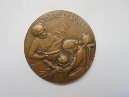 BELGIQUE-1917-OEUVRE DE LA SOUPE Par GEORGES PETIT -20 Grammes-37 Mm - Professionnels / De Société