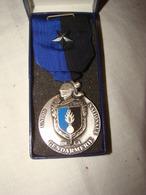 """Médaille En Bronze Argenté """" Union  Nationale De La Gendarmerie """" Avec écrin - Francia"""