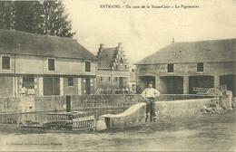 ENTRAINS  (Nièvre)  - Un Coin De La Basse-Cour - Le Pigeonnier - France