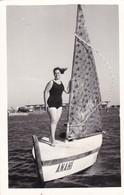 FEMME SUR BOAT CIRCA 1930s ANAHI PHOTO SIZE 9x14 Cm - BLEUP - Barche