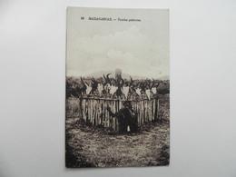 Madagascar ,tombes Paiennes - Madagascar