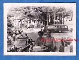 Photo Ancienne Snapshot - ARCACHON ( Gironde ) - à La Terrasse D'un Café - Vers 1950 - Automobile Autobus Auto - Cars