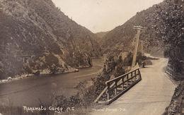 Wonky Telegraph Pole Manawatu Gorge New Zealand RPC Postcard - Nouvelle-Zélande