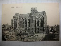 Carte Postale Metz (57) La Cathedrale (Petit Format Noir Et Blanc Non Circulée ) - Metz