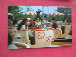 Disneyworld Goofy Goes For A Spin    Ref 3245 - Disneyworld