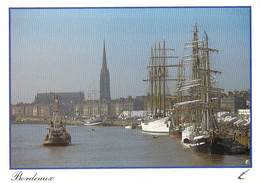 33] Gironde BORDEAUX Animation Sur Les Quais Au Fond La Flèche Saint Michel   (Voilier Voiliers Bateau Ship)*PRIX FIXE - Bordeaux