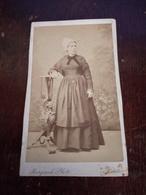 Ancienne Photo Cdv Originale Femme En Costume Et Coiffe Burgaud à Nantes - Personnes Anonymes