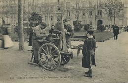 Remouleur à Paris . The Grinder . Affuteur De Couteaux . Parfait état . Voyagé Vers Dole - Marchands Ambulants