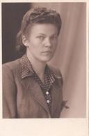 JUNGE FRAU 1942 - Fotokarte Mit Klebspuren Vom Album - Fotografie