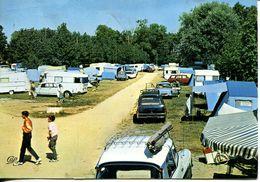 N°72007 GF-cpsm Jullouville -belle Scène De Camping -Ds Citroen, Break 404, Caravanes - Turismo