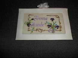 Carte Brodée ( 81 )  Geborduurde Kaart  ( Pas Une Carte Postale , Carte De Voeux ) - Brodées