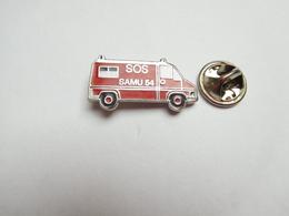 Beau Pin's En EGF , Médical , SOS , SAMU 54 , Fourgon Auto Peugeot ?? , Meurthe Et Moselle , Signé Pamedias - Médical