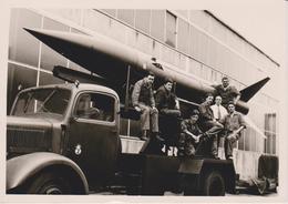 Photographie Non Situé D'un Camion Militaire (armée Française )  Porte Missile - Photography
