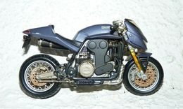 MAISTO MOTO 1/18 MUNCH MAMMOUTH 2000 - Motos