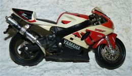 MAISTO MOTO 1/18 YAMAHA R7OW-02 Be Mais Manque La Bequille - Motorcycles