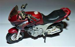 MAISTO MOTO 1/18 YAMAHA TDM Twin 850 TBE - Motorcycles
