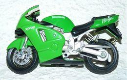 MAISTO MOTO 1/18 KAWASAKI NINJA ZX 12 Be Mais Manque La Bequille - Motorcycles