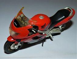MAISTO MOTO 1/18 HONDA CBR 600 F4 TBE - Motorcycles
