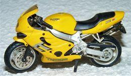 MAISTO MOTO 1/18 TRIUMPH 600 TT TBE - Motos