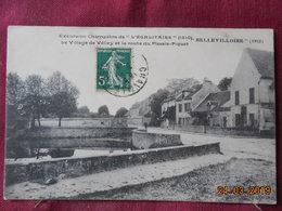 """CPA - Vélizy - Le Village Et La Route Du Plessis-Piquet - """"Bellevilloise"""" (1911) - Excursion De """"l'Egalitaire"""" (1910) - Francia"""