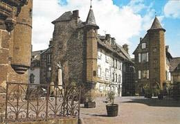 15 Salers La Place Tyssandier D'Escous Et La Maison De La Ronade (2 Scans) - Autres Communes