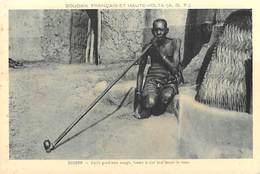 Afrique SOUDAN Français Et HAUTE-VOLTA (Burkina Faso)  SOUDAN Vieille Grand Mère Aveugle Fumant La Pipe - Sudan