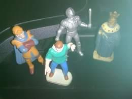 LOT DE 4 FIGURINES DIVERSES - Figurines