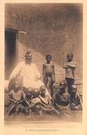 CAMEROUN  Français VICARIAT APOSTOLIQUE DE FOUM-BAN Mission De Bandjoun Le Père Et Quelques Petits Noirs - Cameroun