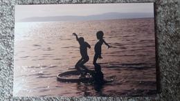 CPM HAITI TIPYCAL SCENE ENFANTS JOUANT PHOTO RAFAELLE CASTERA - Ansichtskarten