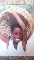 CPM HAITI TIPYCAL SCENE ENFANT PANIER TETE  SOURIANT RIANT  PHOTO RAFAELLE CASTERA - Ansichtskarten