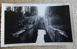 Ancienne Photo Mai 1939 - Villageois Devant Les écluses De Rogny - Lieux
