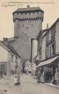 23 - La Souterraine - Vieille Porte De L'Ancienne Prison - Une Bien Belle Pose - La Souterraine