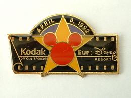 PIN'S KODAK - EURODISNEY  8 AVRIL 1992 - Fotografie
