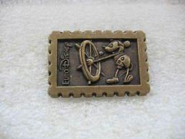 Pin's Euro Disney En Relief; Minnie à La Barre - Disney