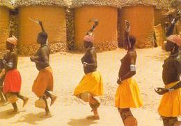 AFRIQUE En COULEURS - Africa In Colors Jour De Danse Au Village (dancing Dance) ( Nu Nus Nue Seins Nus)  *PRIX FIXE - Non Classés