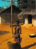 AFRIQUE En COULEURS - Africa In Colors Pileuse Au Village   ( Nu Nue Seins Nus)  *PRIX FIXE - Non Classés