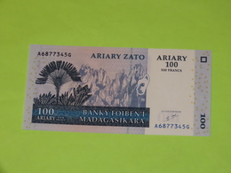 MADAGASCAR - 100 Ariary BILLET Monnaie Banque - 2004 - Madagascar