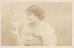 AK Frau In Kleid Mit Blume - 1905 (40303) - Frauen