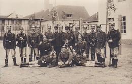 AK Foto Gruppe Deutsche Soldaten Mit Pickelhaube Und Gewehr - Photo Sowka-Wessner, Zossen - 1. WK (40304) - Guerra 1914-18