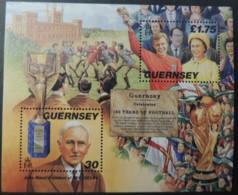 GUERNSEY 1998 150th ANNIVERSARY CAMBRIDGE RULES FOOTBALL MINIATURE SHEET MS780 MNH 2 VALUES JULES RIMET BOBBY MOORE QEII - Guernsey