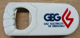 DECAPSULEUR BOUCHON GEG GAZ ELECTRICITE DE GRENOBLE - Destapador/abrebotellas