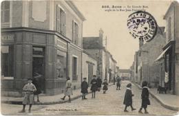 D77 - AVON - LA GRANDE RUE ANGLE DE LA RUE JEAN FONTENELLE - Boulagerie Nombreux Enfants Chiens En 1er Plan - Avon