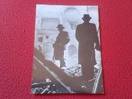 POSTAL POST CARD SIR WINSTON CHURCHILL EN LAS RUINAS CÁMARA DE LOS COMUNES THE RUINS OF HOUSE OF COMMONS UNITED KINGDOM - Guerra 1939-45