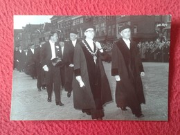 ANTIGUA FOTO FOTOGRAFÍA OLD ORIGINAL PHOTO O SIMIL FOTO V. D. REUKEN DELFT THE NETHERLANDS ? UNIVERSITY ? TEACHERS ? - Personas Anónimos