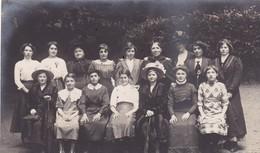 94. VINCENNES.(A DESTINATION DE) PHOTO. GROUPE DE FEMMES - Personas Anónimos