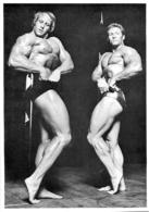 PHOTO   2 HOMMES  EN MAILLOT DE BAIN CULTURISME CULTURISTE 24 X 17 CM - Sports