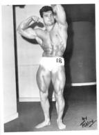 PHOTO  HOMME EN MAILLOT DE BAIN CULTURISTE CULTURISME PHOTO FERRERO  25 X 19 CM - Sports