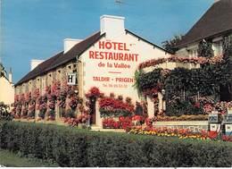 22 - Saint Gilles Vieux Marche - Hôtel Restaurant De La Vallée. Pompes à Essence. - Saint-Gilles-Vieux-Marché