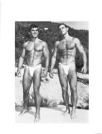 PHOTO  2 HOMMES  EN MAILLOT DE BAIN CULTURISME CULTURISTE  14.50 X 11 CM - Sports