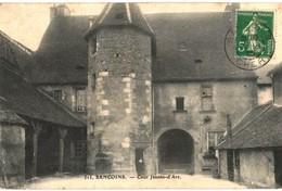CPA N°24935 - SANCOINS - COUR JEANNE-D' ARC - Sancoins